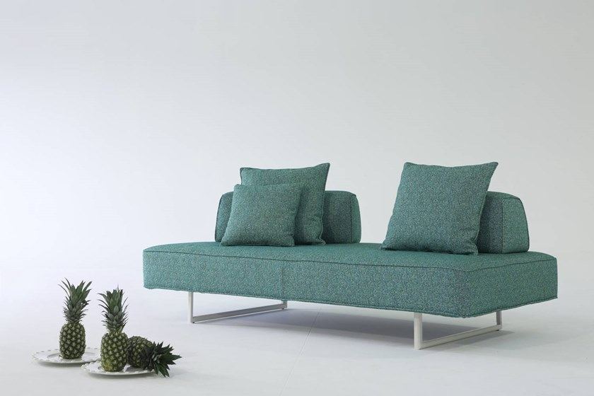 Sled base fabric garden sofa with removable cover FLYING STAGE | Garden sofa by H&Co