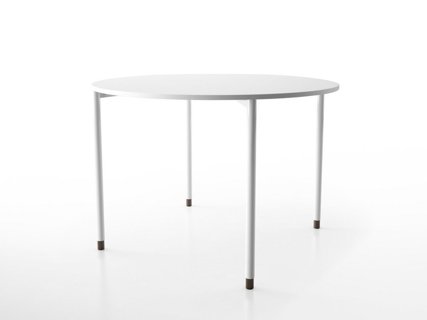 Round HPL dining table FOORK | Round table by Systemtronic