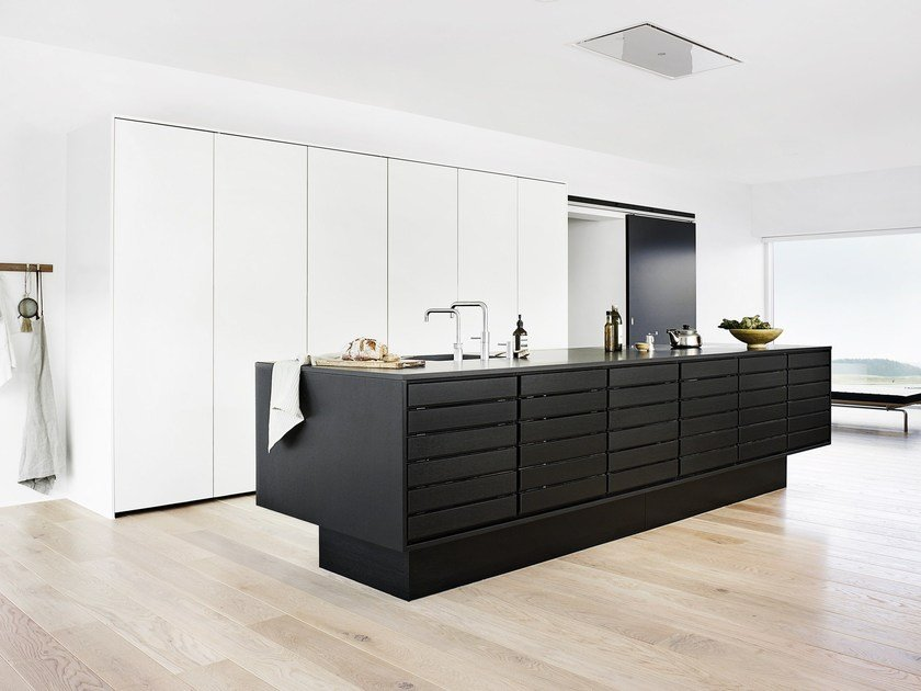 Solid wood kitchen with island FORM 1 - BLACK OAK by Multiform