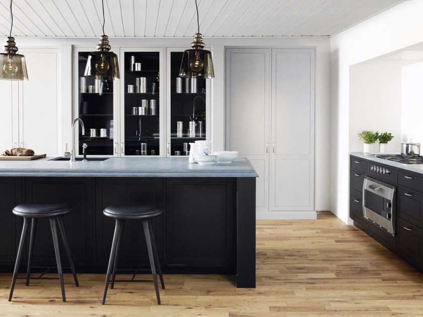 Solid wood kitchen with island FORM 12 - GREY STAINED OAK by Multiform