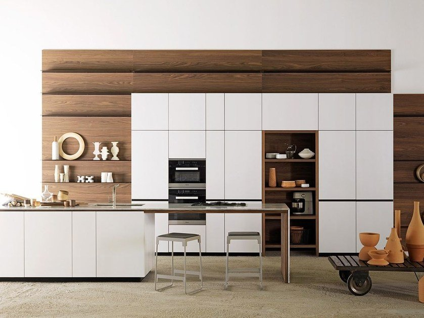 Lacquered kitchen with island FORMA MENTIS | Lacquered kitchen by VALCUCINE
