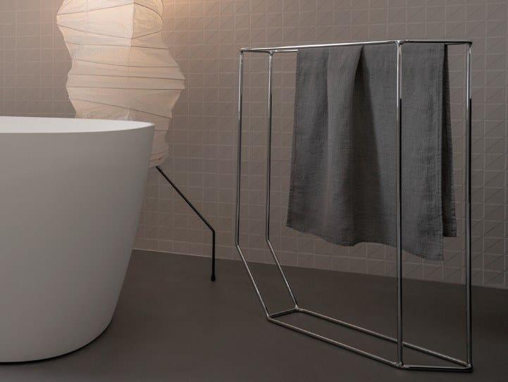 Standing metal towel rack FORMA | Towel rack by INBANI