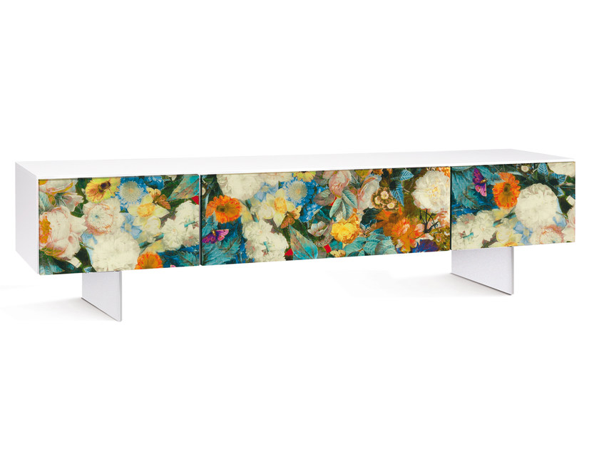 Low lacquered TV cabinet FLORA | TV cabinet by Oliver B.