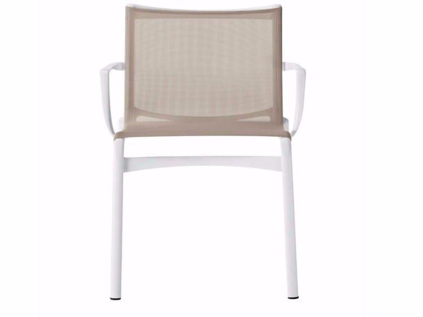 Sedia impilabile in rete con braccioli FRAME XL - 459_O by Alias