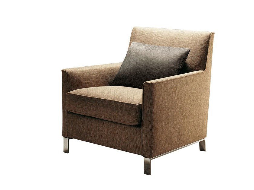 Upholstered leather armchair with armrests FRANCINE by Molteni