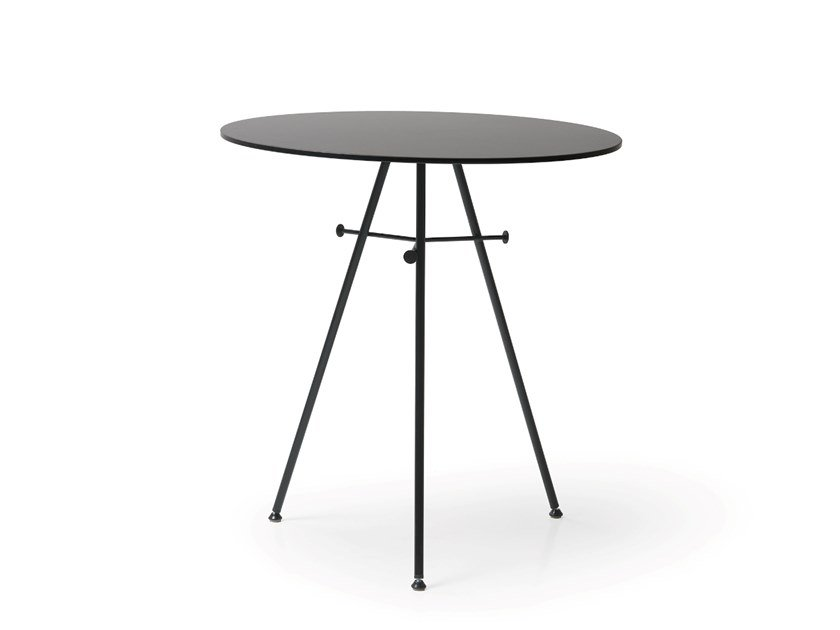 Round HPL table FRED by Quinti Sedute