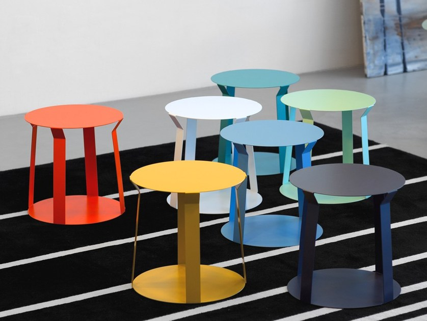Round metal bistro side table for living room FREELINE 1 by meme design