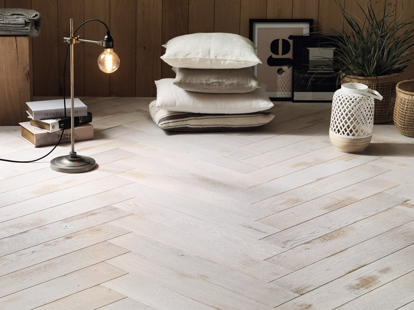 Engeneered wood floor FRENCH OAK SHABI CHAUX HERRINGBONE 139 by PANAGET