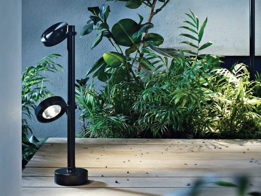 LED adjustable powder coated aluminium Floor lamp FROG | LED Floor lamp by Platek