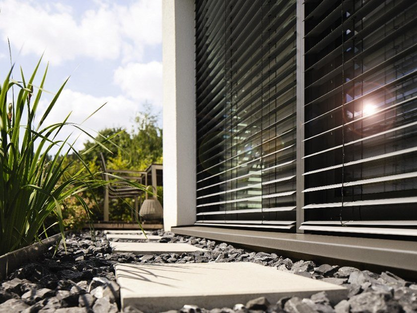 Solar shading FRONT-MOUNTED EXTERNAL VENETIAN BLINDS by WAREMA