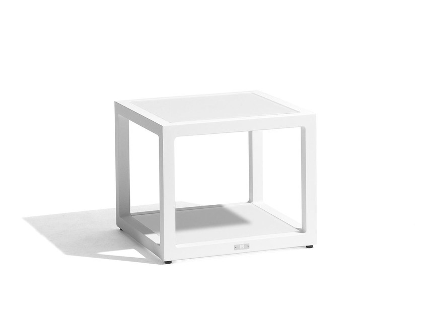 Square aluminium garden side table FUSE | Side table by MANUTTI