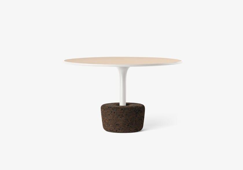 Tavolino da caffè rotondo basso in legno Flora Wide Tall / cold white by DAM
