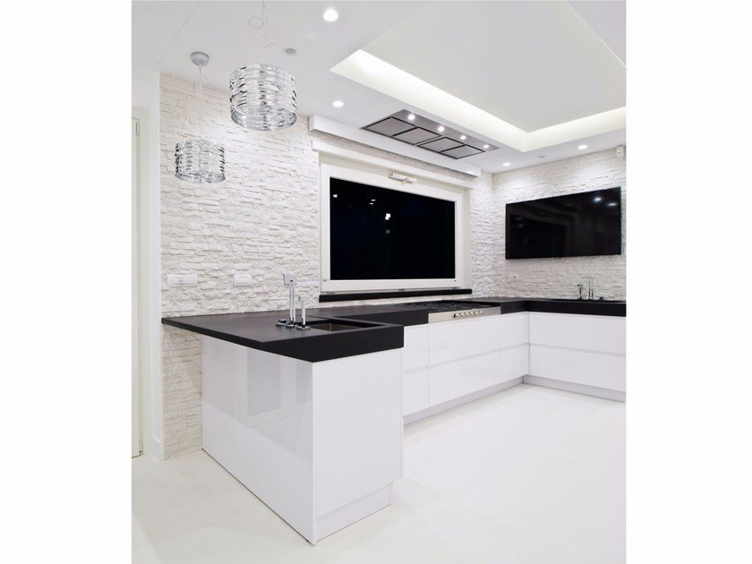 Quartz kitchen with peninsula G180 | Kitchen with peninsula by TM Italia Cucine