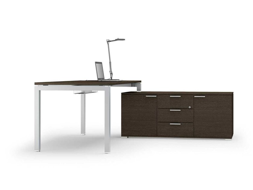 Sectional office desk with shelves with cable management GATE | Office desk with shelves by Bralco