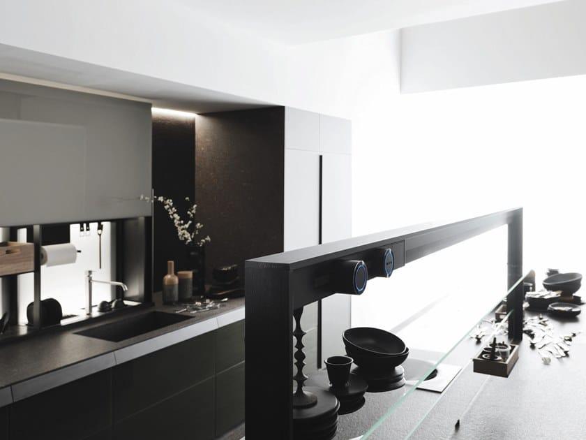 Cucina in vetro in stile moderno con isola senza maniglie genius loci ocean green by valcucine - Cucina senza maniglie ...