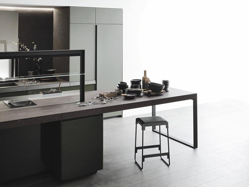 Cucina in vetro in stile moderno con isola senza maniglie - Cucina senza maniglie ...