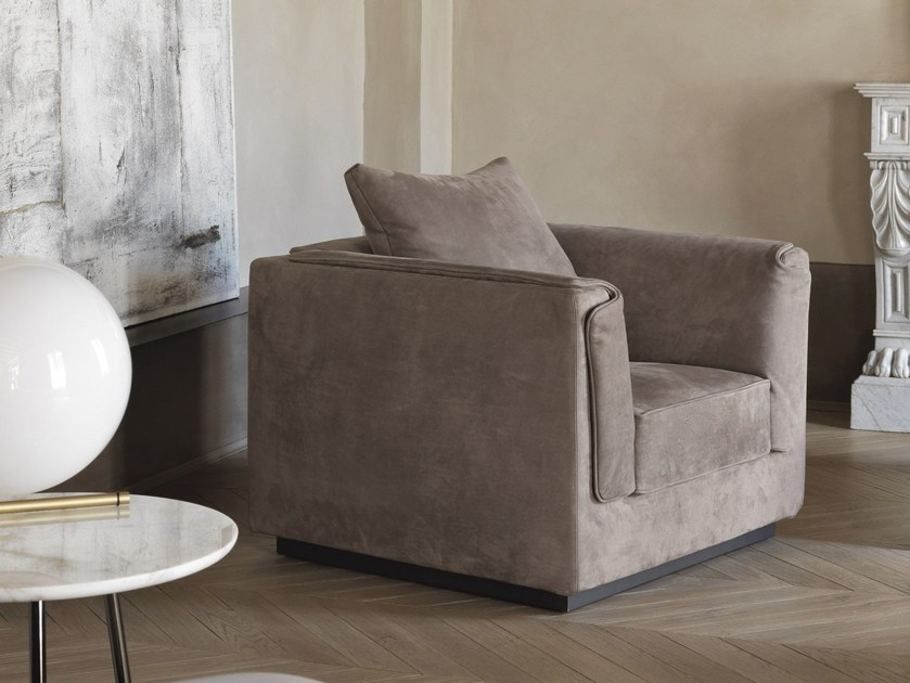 Upholstered armchair with armrests GENTLEMAN | Armchair by Flou