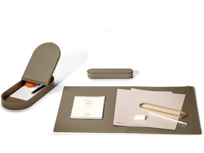 Set da scrivania in cuoio GLI OGGETTI - ZHUANG DESK by Poltrona Frau