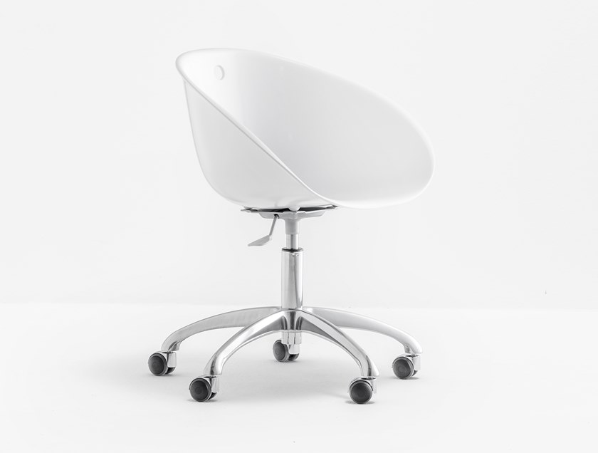 Polycarbonate office chair with 5-Spoke base with castors GLISS 961 by Pedrali