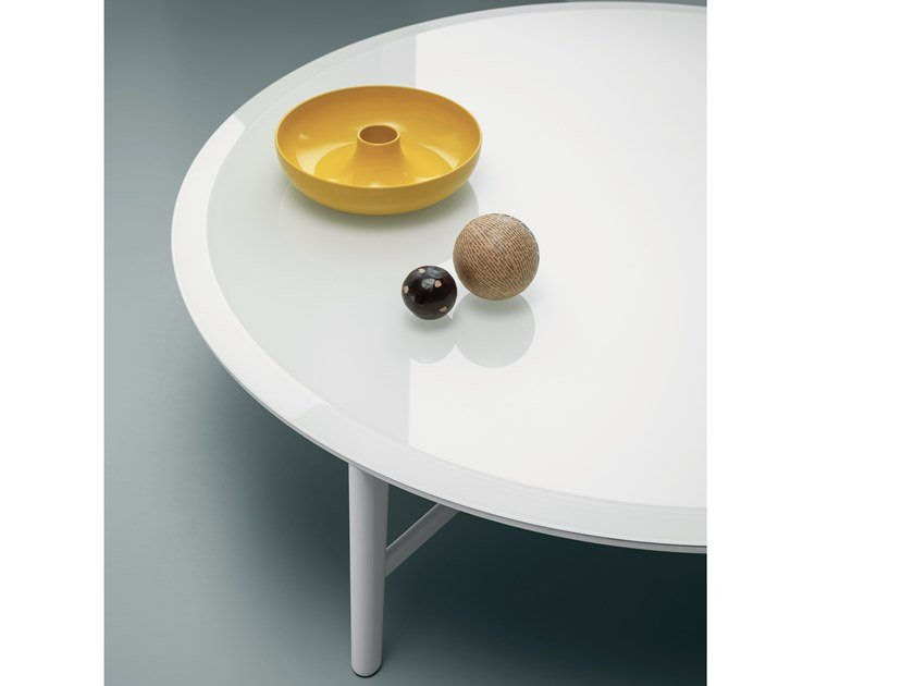 Lacquered glass coffee table GLOBO | Glass coffee table by Md House
