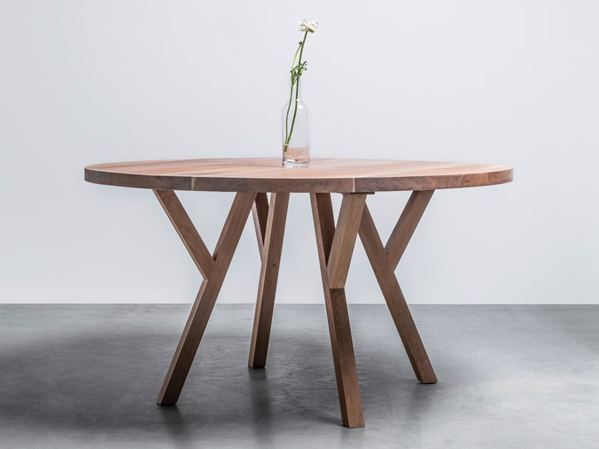 Round wooden table made of solid oak GLORIA by Hoom