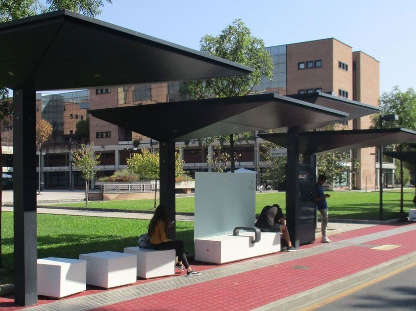 Modular shelters waiting bus GPDUE | Porch for bus stop by Metalco
