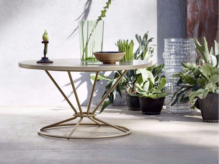 Round aluminium garden side table GRAVITY | Coffee table by Roberti Rattan