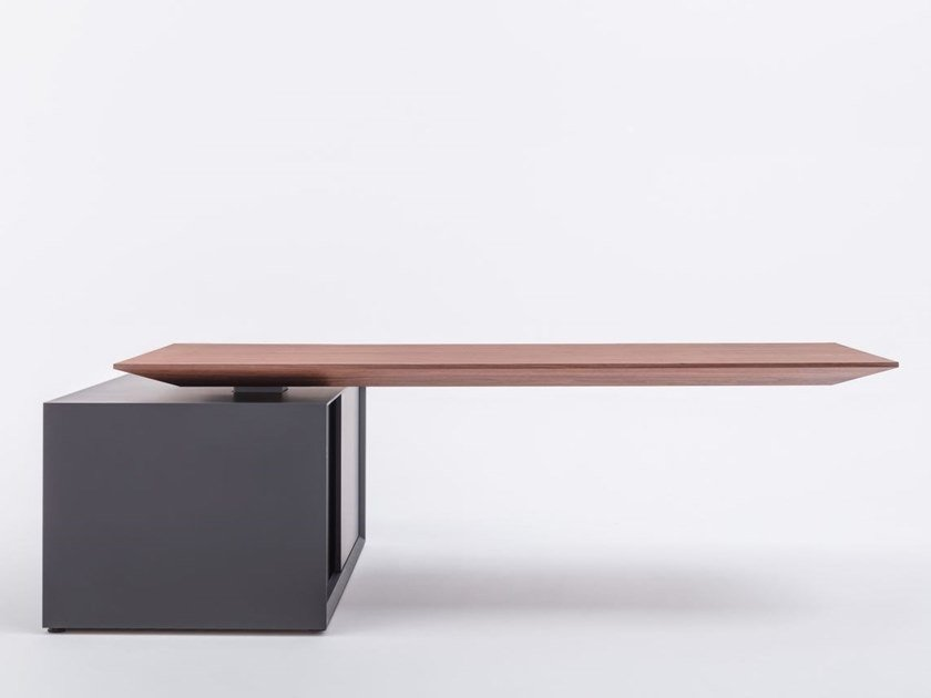 Height-adjustable executive desk with electric motion GRAVITY by MDD