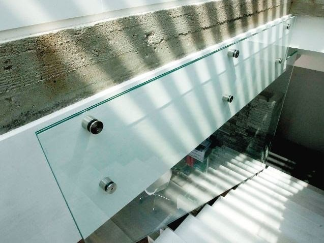 Componenti per scale in vetro Vetrata di completamento per scale by Capoferri Serramenti