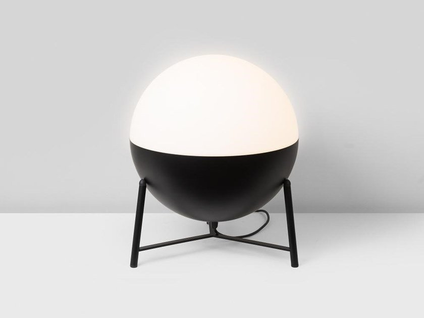 Lampada da tavolo a LED a luce indiretta in acciaio HALF 6748+4753 by Milan Iluminacion