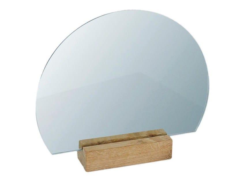 Specchio da appoggio rotondo HALF-MOON OAK by Kristina Dam Studio