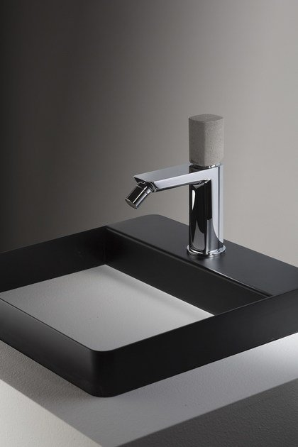 Miscelatore bidet con comando in cemento HAPTIC | Single lever bidet mixer by RITMONIO