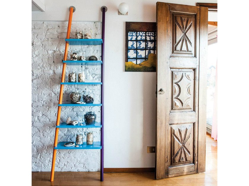 Wall-mounted lacquered shelving unit HELP by IFT
