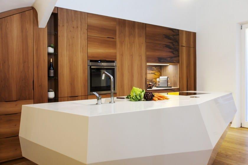 HI-MACS® per top cucina Le baou, Design: Charlotte Raynaud -  Felix Hegenbart SARL - HI-MACS® Crystal Beige - Photo: © Denis Dalmasso