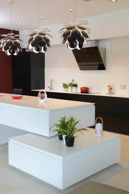 HI-MACS® per top cucina Domino, Arch.Jean-Louis Bonhomme. A l'Atelier. HI-MACS® PlanAcryl: HI-MACS® Alpine White. Photo: © Pascal HELAINE