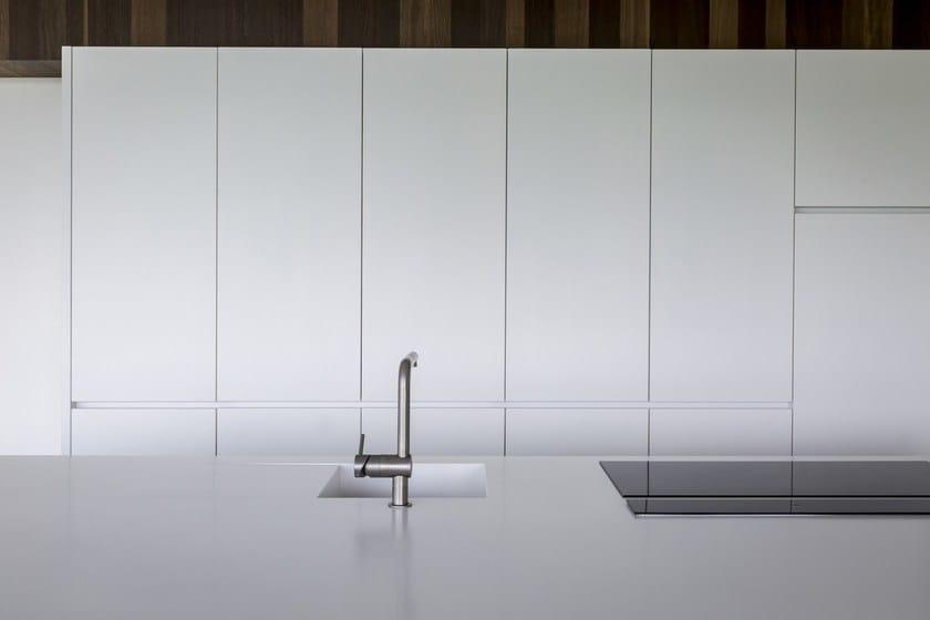 HI-MACS® per top cucina BJ, design by: Waeles nv -Ruben Waeles - Fabbricazione: Waeles nv - HI-MACS® Alpine White - Photo:© Valerie Clarysse