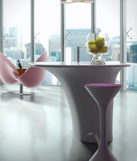 HI-MACS® per top cucina Karan, Design: Karim Rashid for Rastelli Cucine. Dform Srl. HI-MACS® Alpine White. Photo: Rastelli Cucine