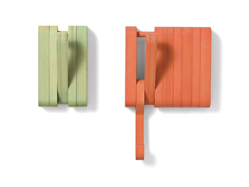 Wall-mounted solid wood coat rack HIDDEN by SCULPTURES JEUX