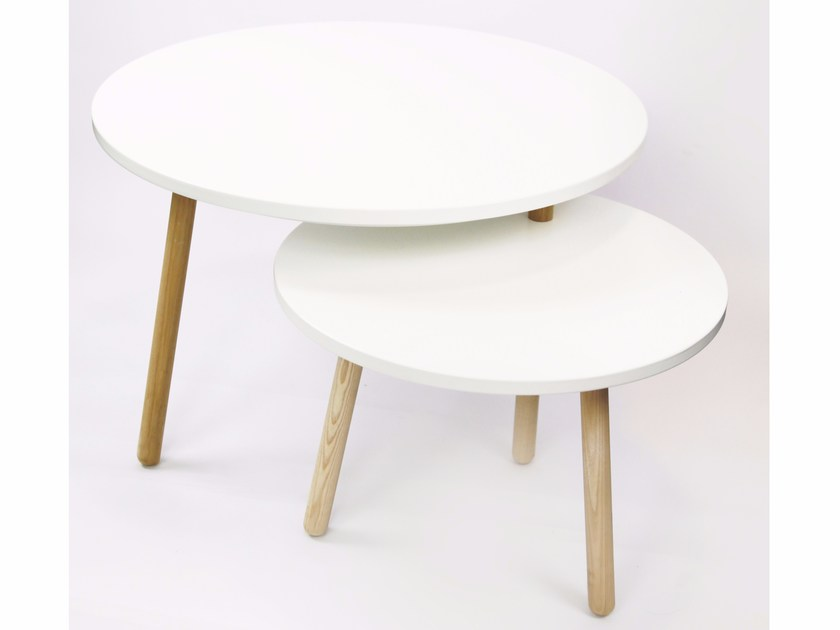 Lacquered round coffee table HOBSTAD by kommod