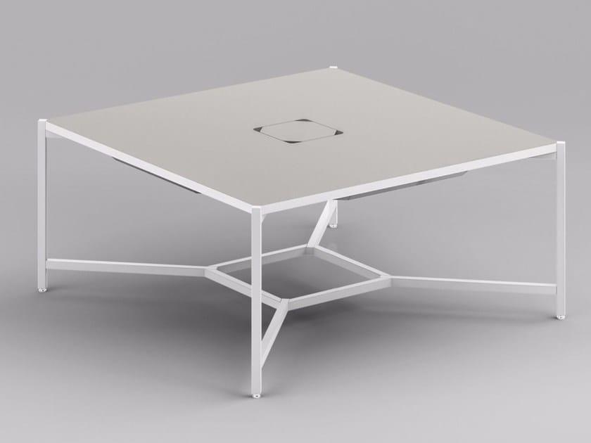 Tavolo da riunione quadrato con sistema passacavi HUB | Tavolo da riunione quadrato by FANTONI