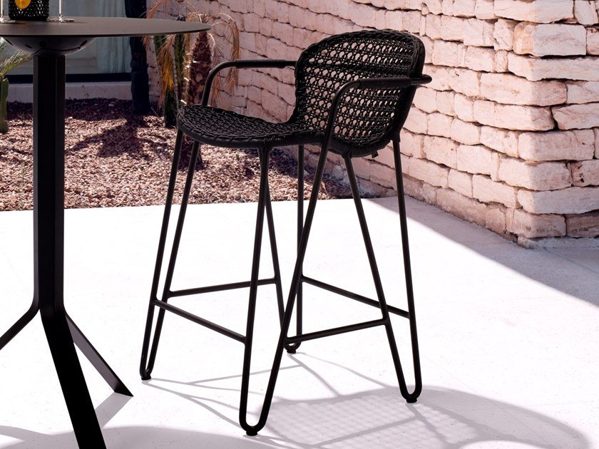High stackable aluminium stool with armrests FIZZ | High stool by Joli