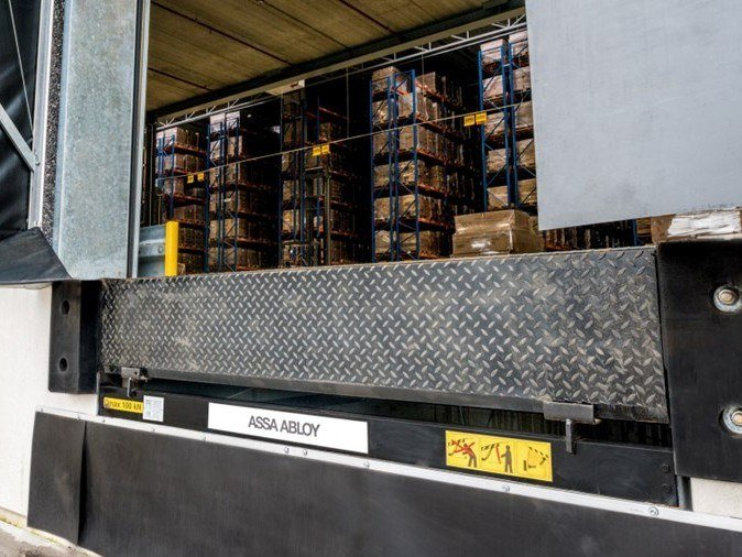 Loading ramp Hydraulic swing lip dock levellers by ASSA ABLOY