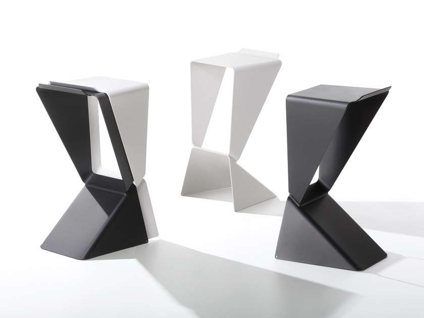 Stackable aluminium stool ICON by B-LINE