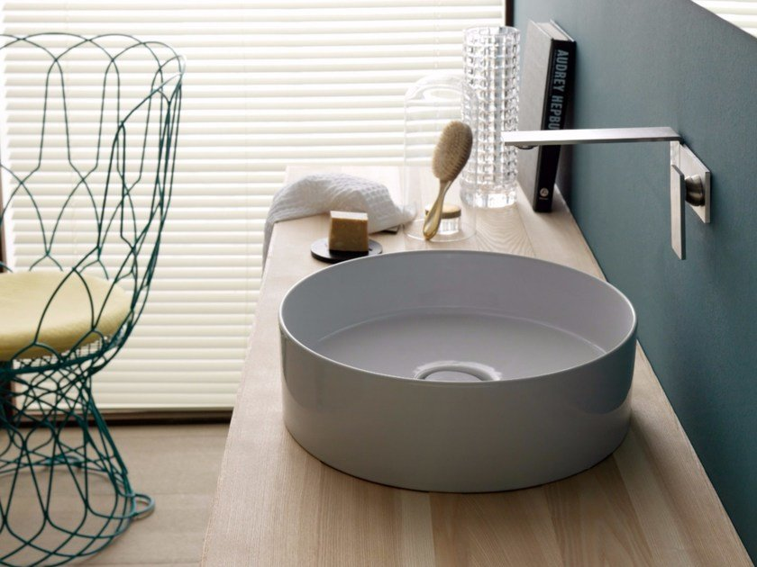 Countertop round ceramic washbasin ICON CIRCLE by Alice Ceramica