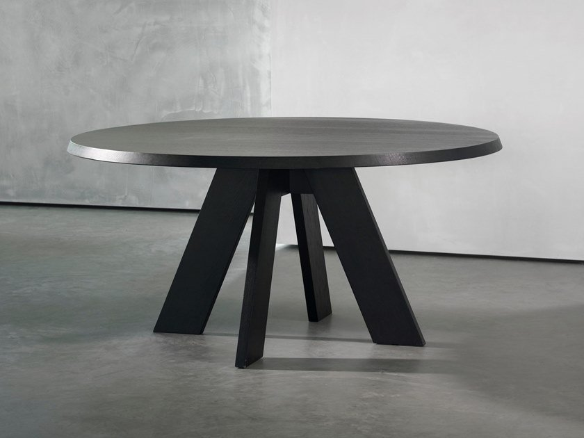 Round wooden dining table IDS | Round table by Piet Boon