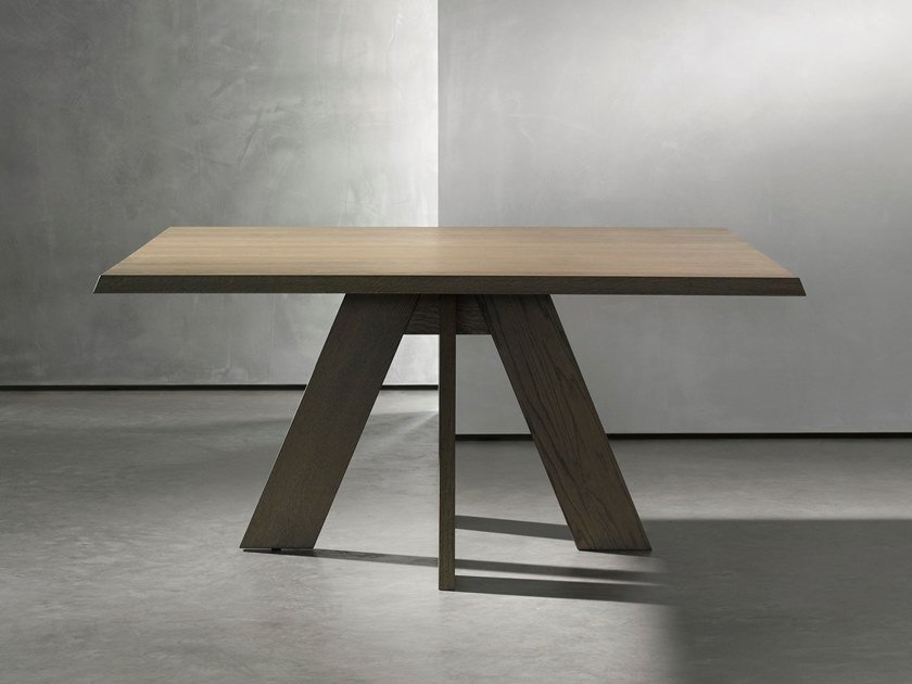 Square wooden dining table IDS | Square table by Piet Boon