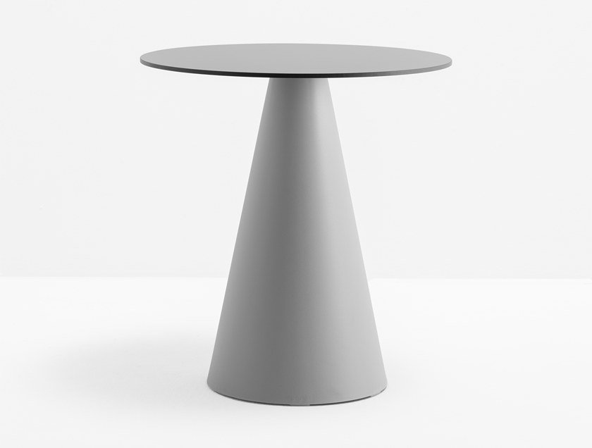 Round polyethylene table IKON 865 by PEDRALI
