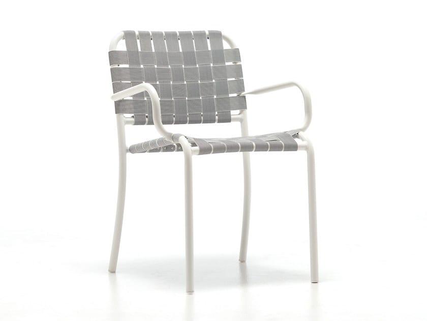 Sedia da giardino impilabile con braccioli INOUT 824 by Gervasoni