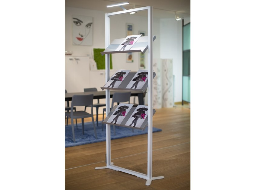 Metal display unit with light with inclined shelves INUNO | Display unit with inclined shelves by STUDIO T