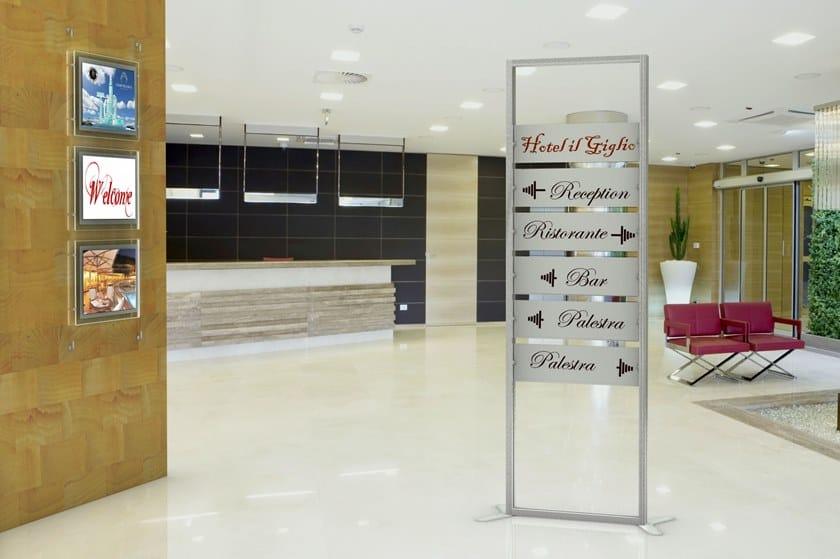 InUNO | Segnaletica Totem segnaletica Reception InUno